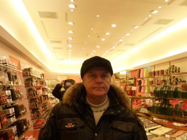 konditerskiy-magazin-spr?ngli-vnutri