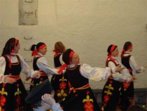 tanec-brovki-v-ispolnenii-ansamblya-berezki