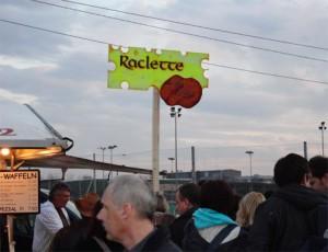 raclett-расплавленный сыр с вареным картофелем