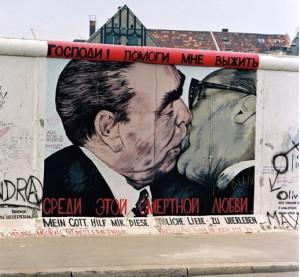 kusok-berlinskoy-steni