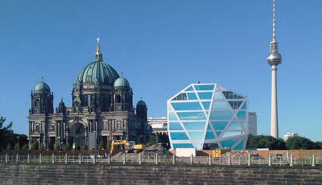 Берлин - город мира. Но какой!
