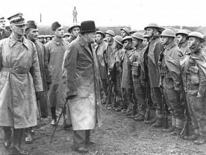 Cherchil-inspektiruet-polskie-bataliona-v-sostave-britanskih-voorujennih-sil
