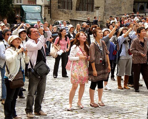Китайцы как локомотив и вызов туризму в Европе