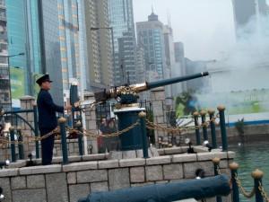poludennay-pushka-hongkong