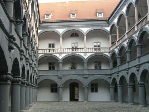 monetniy-dvor