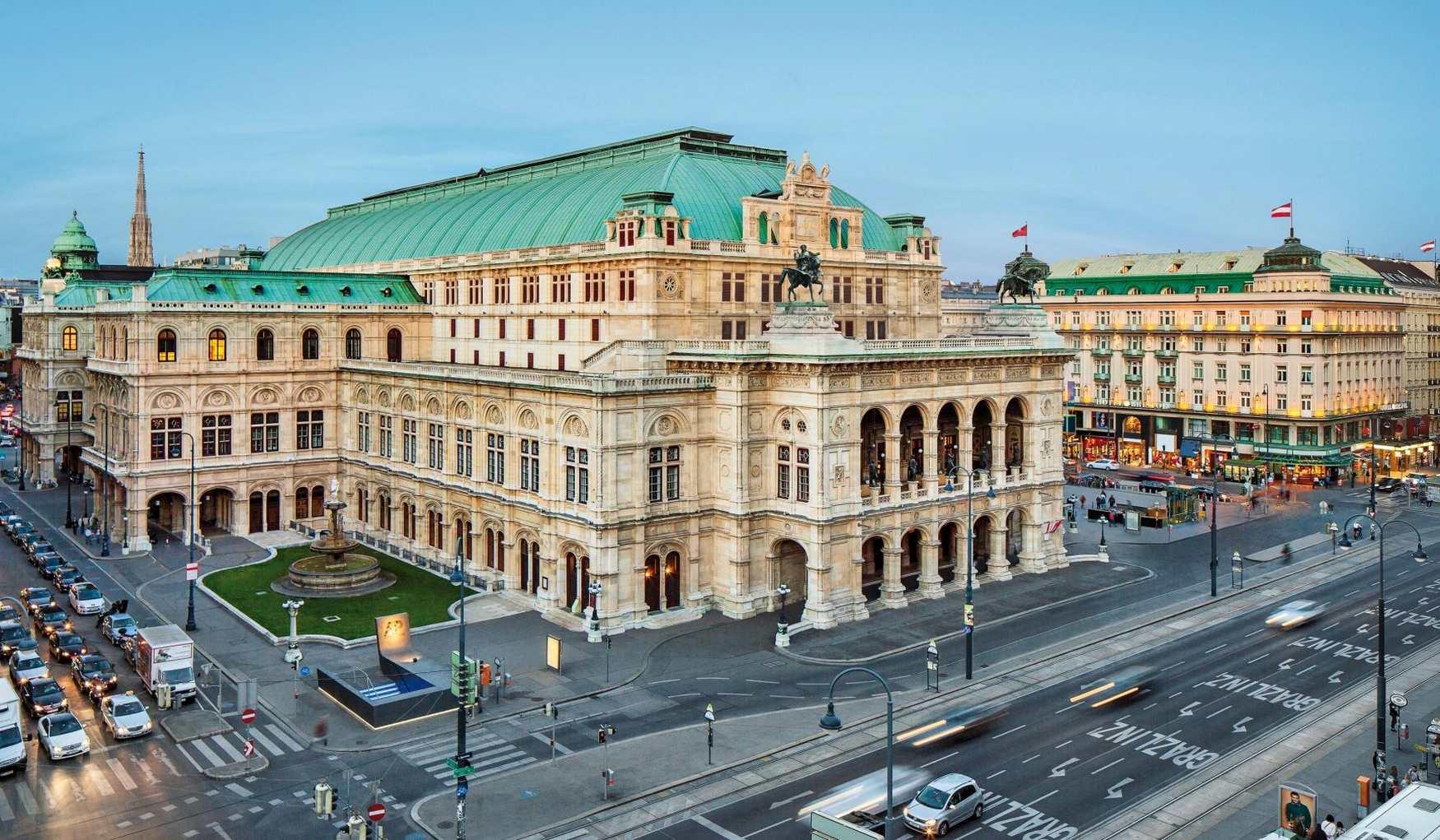 В Венскую оперу на костылях