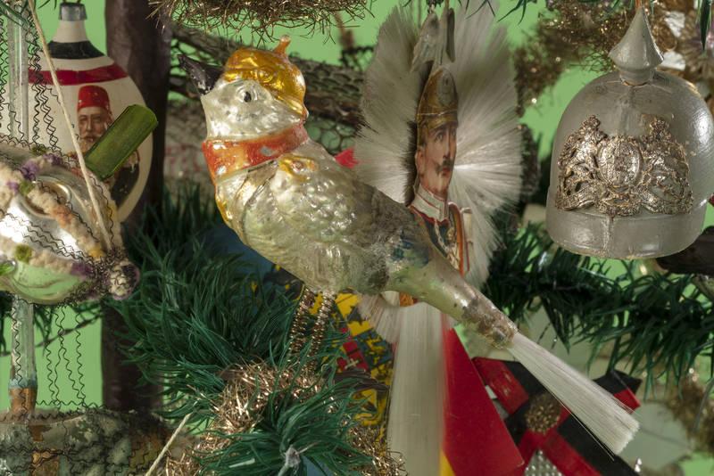 Из истории рождественских украшений: от библейских символов до пропаганды войны